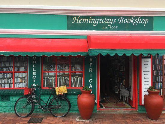Hemingways Bookshop, no coração do centro de Hermanus, atrai amantes da literatura. Foto: Nathalia Marangoni