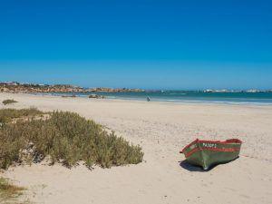 Altes Fischerboot am Strand von Paternoster