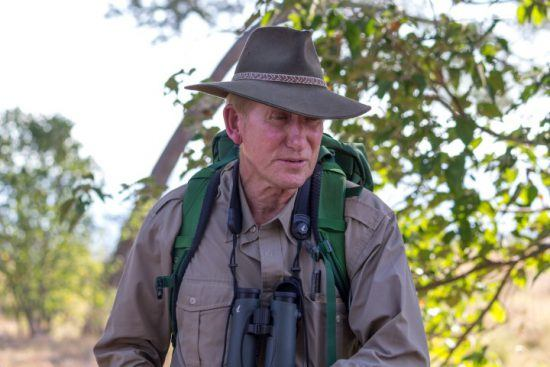 John Stevens auf einer Buschwanderung im Mana Pools Nationalpark