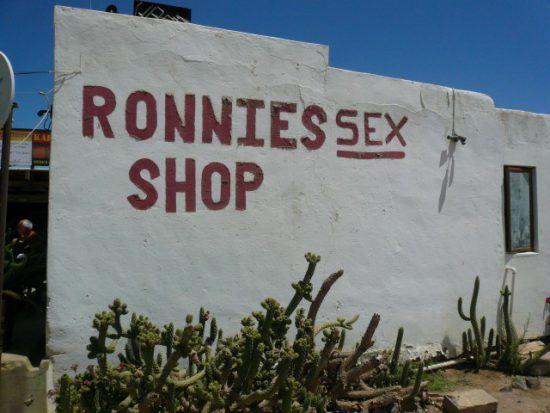 Außenansicht von Ronnies Shop an der Route 62