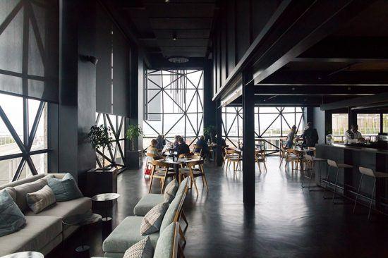 Interiores de Zeitz Mocaa Food, no sexto andar do museu