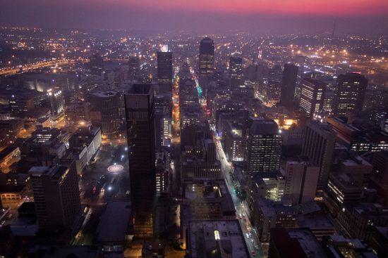 Vista nocturna desde el edificio más alto de Johannesburgo