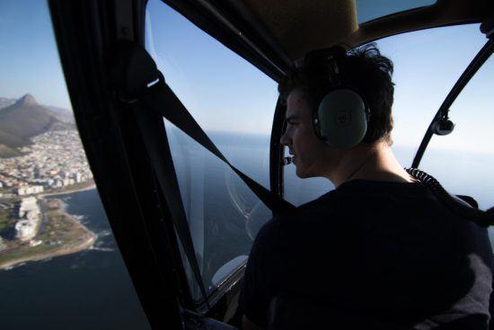 Vol en hélicoptère au dessus de la ville du Cap en Afrique du Sud.