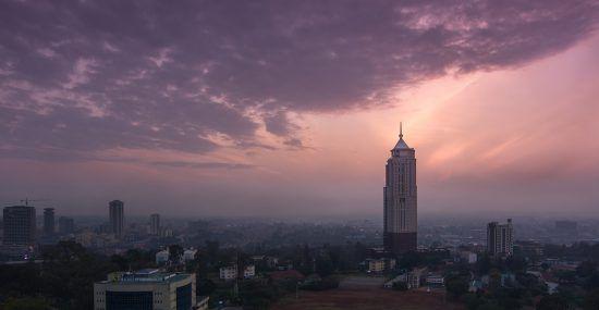 Panorámica de la ciudad de Nairobi al atardecer