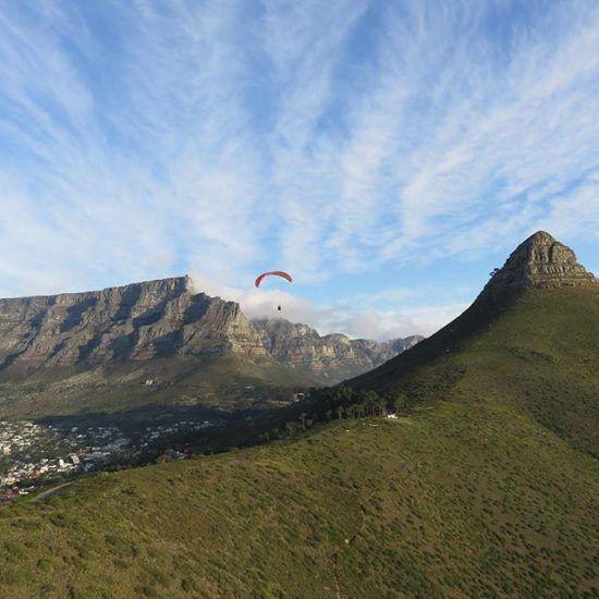 Imagina sobrevolar Ciudad del Cabo en plenas navidades.