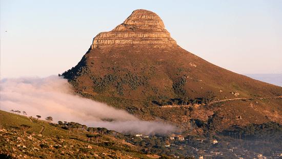 Lion's Head, montanha bem frequentada em noites de lua cheia, nasceres e pôres do sol. Uma das trilhas épicas na África do Sul.