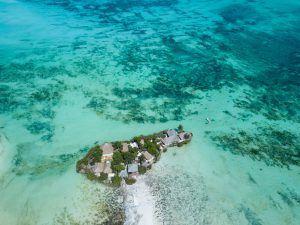 L'un des lodges safari insolites en Afrique que nous préférons est caché à Zanzibar en Tanzanie.