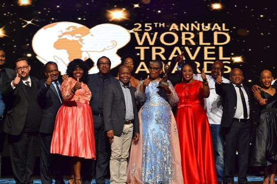 Vencedores do World Travel Awards da África e do Oceano Índico reúnem-se para foto no palco principal