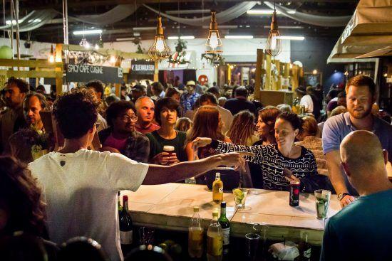 Blue Bird Garage Food & Goods Market em Muizenberg