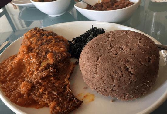 Pahari African Restaurant é um gerenciado por um casal do Zimbábue. Pratos do menu trazem iguarias da culinária típica de países do sul da África