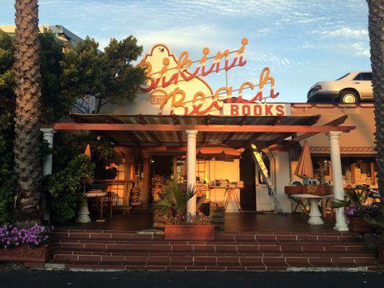 Bikini Beach Books em Gordon's Bay e sua fachada icônica