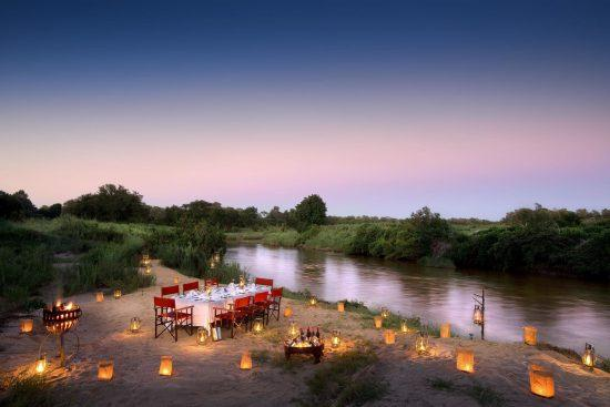 Atardeceres disfrutando de la excelente gastronomía ofrecida por Lion Sands River Lodge.