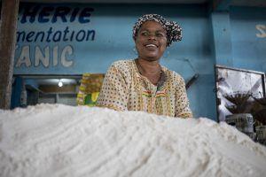 Afrique de l'Ouest | Femme au marché de Brazzaville