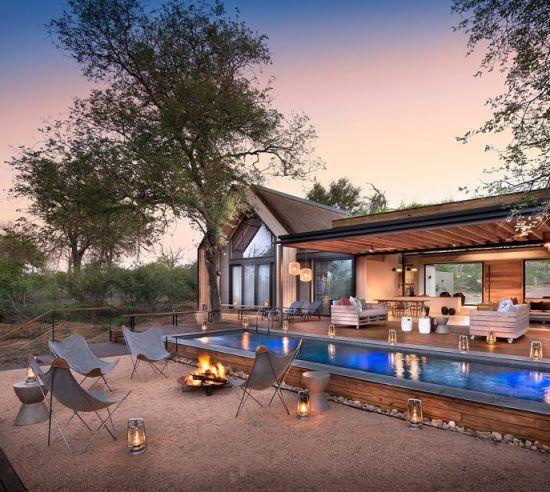 Außenbereich mit Swimmingpool der Fish Eagle Villa im Lion Sands Game Reserve