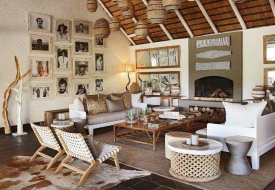 Londolozi-Camps: Einrichtung mit Bildern an der Wand in der Lounge im Founders Camp