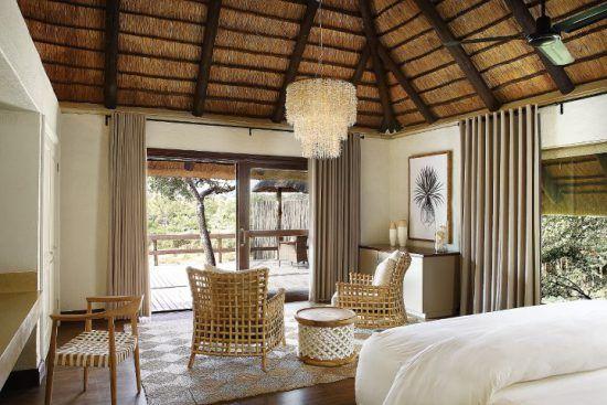Schlafzimmer mit Blick in den Busch im Londolozi Founders Camp