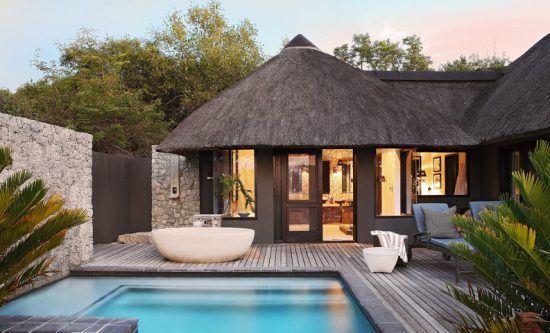 Aussichtsdeck und Pool einer der Private Granite Suites von Londolozi