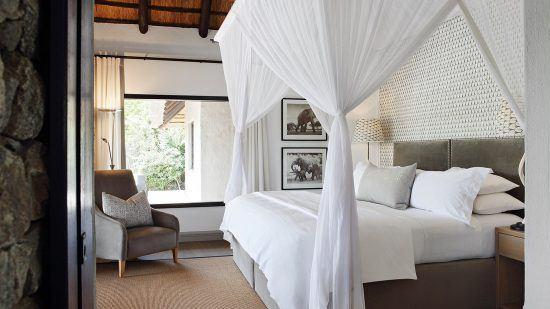 Campements du Parc Kruger   L'une des 3 suites aux Private Granite Suites