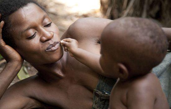 Bassin du Congo | Une femme et un enfant pygmées