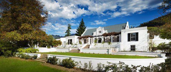 Historisches Farmhaus von Mont Rochelle in den Weinbergen bei Kapstadt