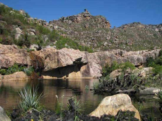 Ein Rock Pool beim Campingplatz Beaverlac
