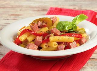 Come preparare i sedani con mortadella e peperoni