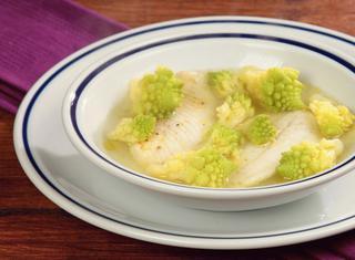 Minestra di pesce con broccolo romano