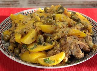 Tajine di agnello con patate e olive