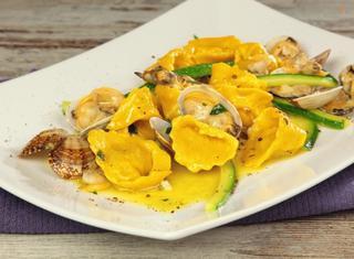 Ricetta: ravioli con gamberi e zucchine