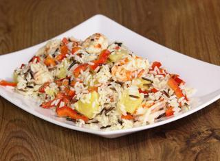 Insalata di riso con gamberi e peperoni