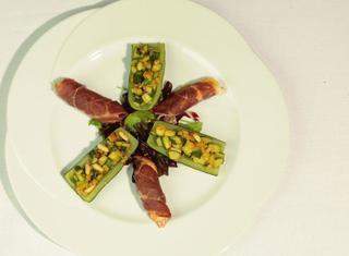 Scampi con zucchine e pinoli
