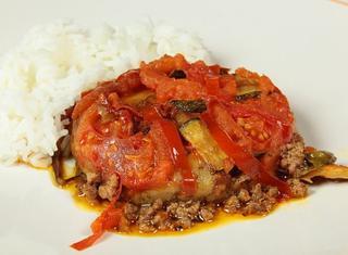 Carne speziata con verdure