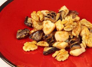 Pollo fritto con noci cinese