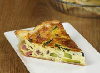 Torta salata speck e zucchine