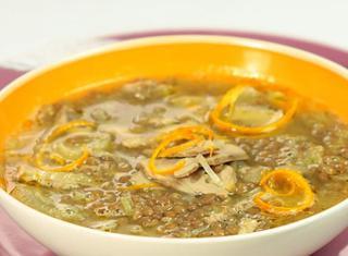 Minestra di lenticchie con petto d'anatra confit all'arancia