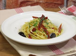 Spaghetti estivi alla mediterranea