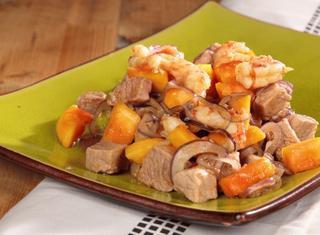 Insalata di papaya con maiale e gamberetti