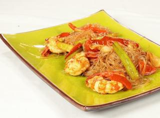 Spaghetti di soia con gamberetti e verdure