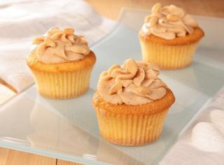 Cupcakes gialli con crema al burro d'arachidi