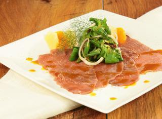 Carpaccio di tonno con salsa agli agrumi