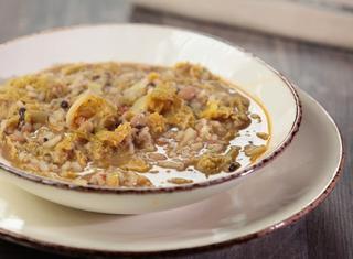 Minestra di fagioli con l'occhio con riso e verza