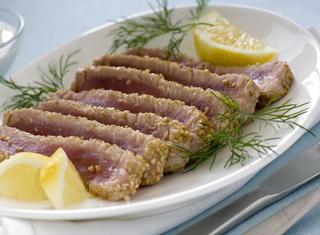 Ricetta: filetto di tonno in crosta di sesamo