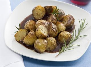 Come preparare le patate novelle al vino rosso
