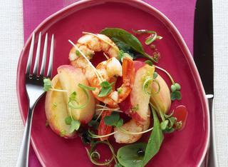Ricetta: insalata di pesche e gamberi