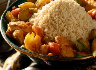 Cuscus con pollo al curry e verdure