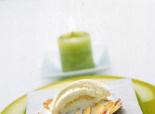 Ricetta: sfogliatine di mela con gelato alla vaniglia