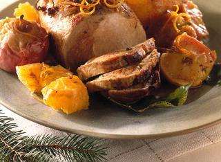 Come preparare l'arrosto di maiale con arance e mele
