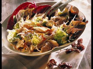 Insalata di bollito e verdure croccanti