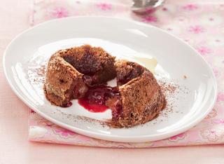 Ricetta Tortini al cioccolato dal cuore morbido all'amarena