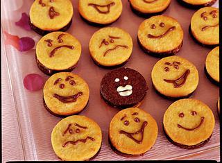 Emoticon di pasta frolla al cioccolato